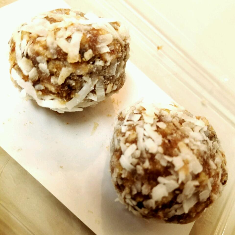 Coconut Date Balls Aziza