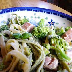 Spinach Fettuccini with Broccoli and Ham