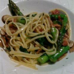 Linguine with Asparagus, Bacon, and Arugula luckykris