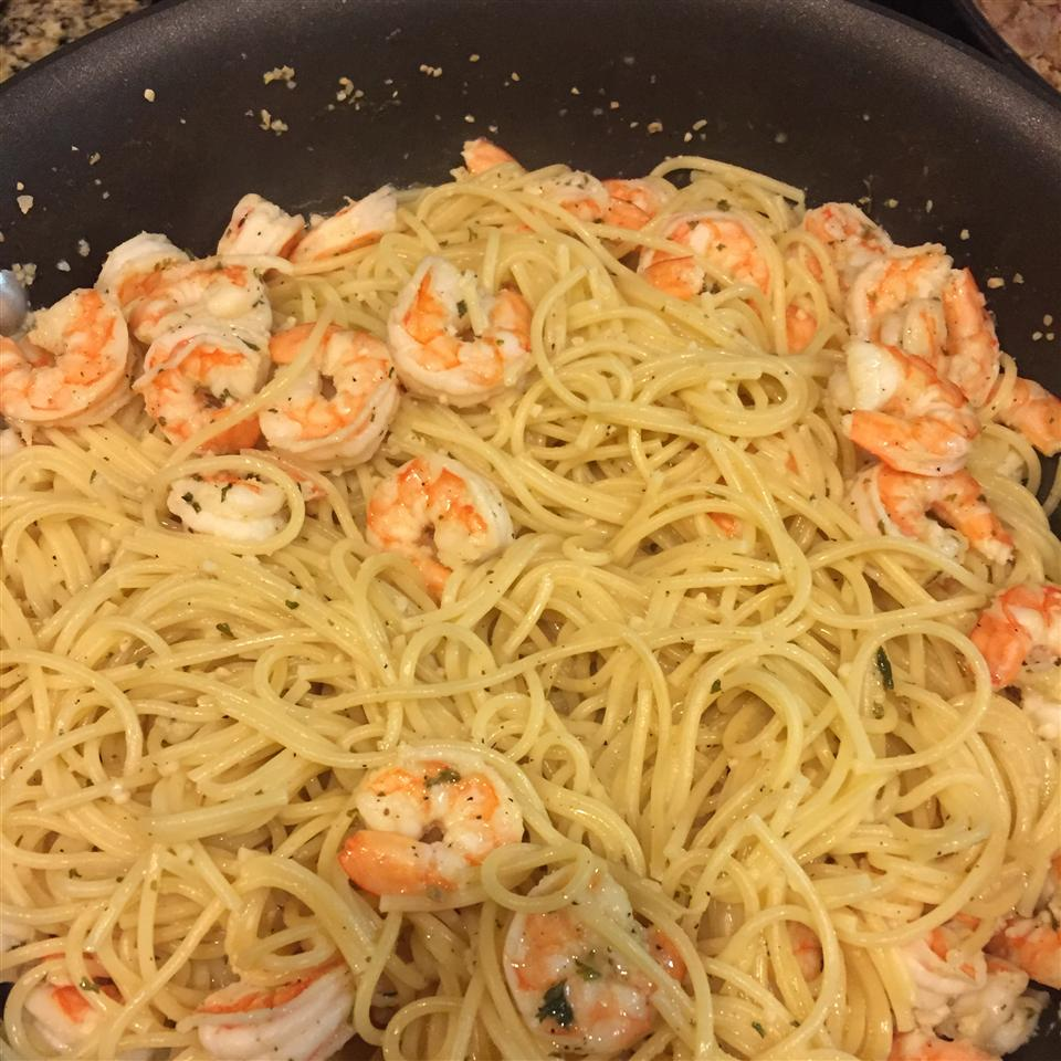 Lemony Garlic Shrimp with Pasta Gina