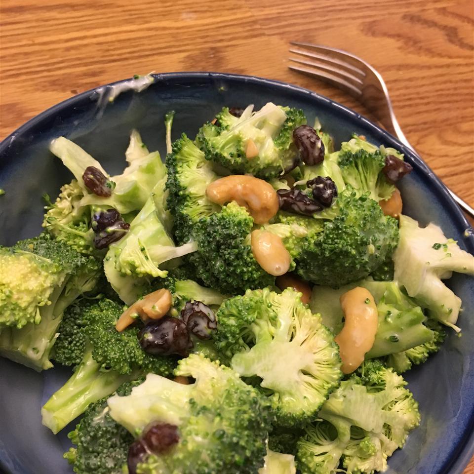 Broccoli Cashew Salad tignor