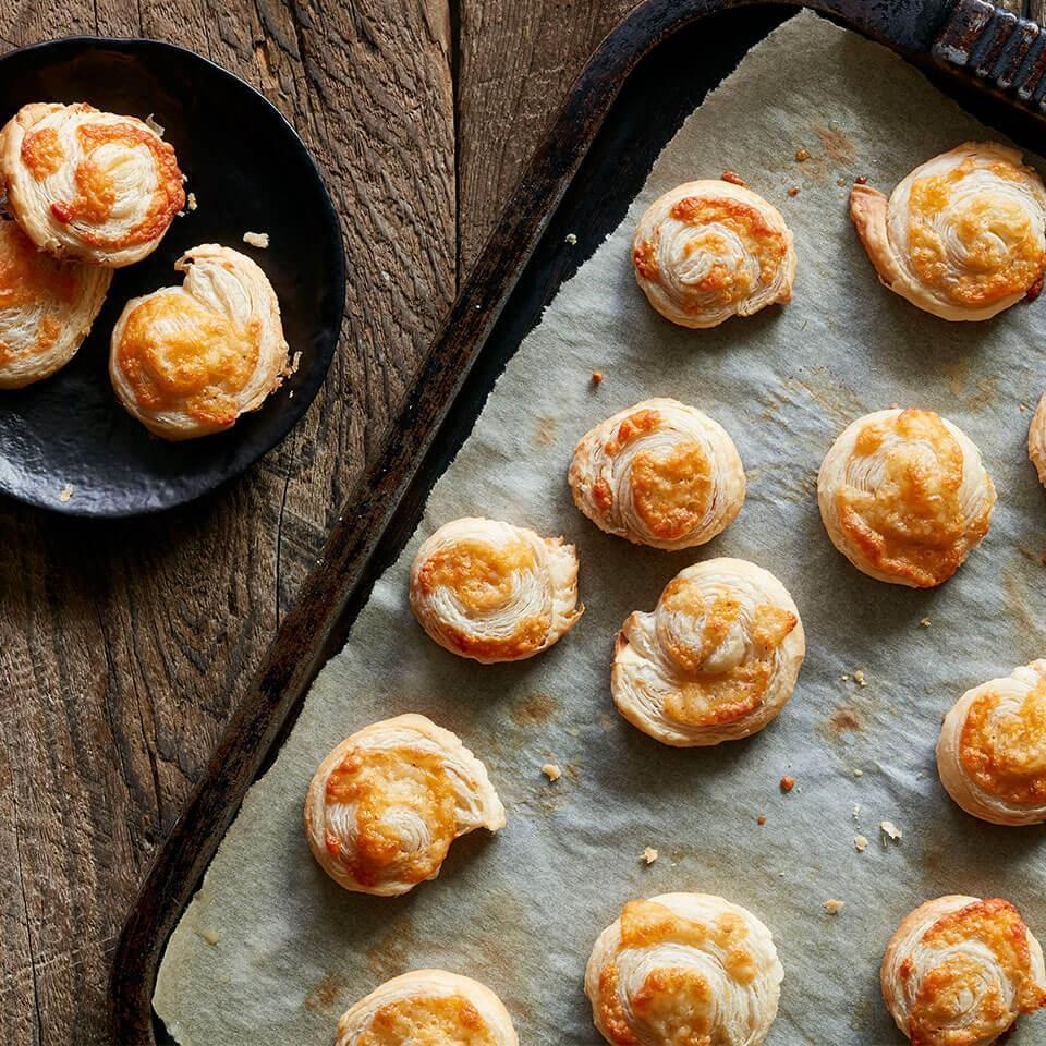 Spicy Garlic-Cheese Puffs