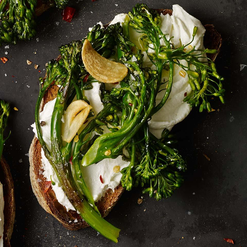 Skip the top piece of bread and make a healthy open-face sandwich, aka a tartine. In this version, we top crusty whole-grain bread with roasted broccolini, garlicky goat cheese and crushed red pepper for a little kick of heat. Try stirring fresh or dried herbs into the goat cheese spread for even more variety.