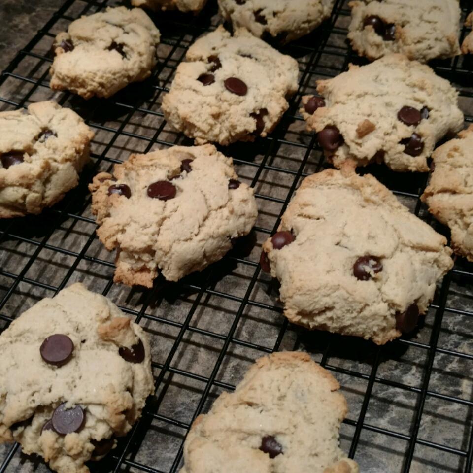 Gluten-Free Almond Flour Chocolate Chip Cookies