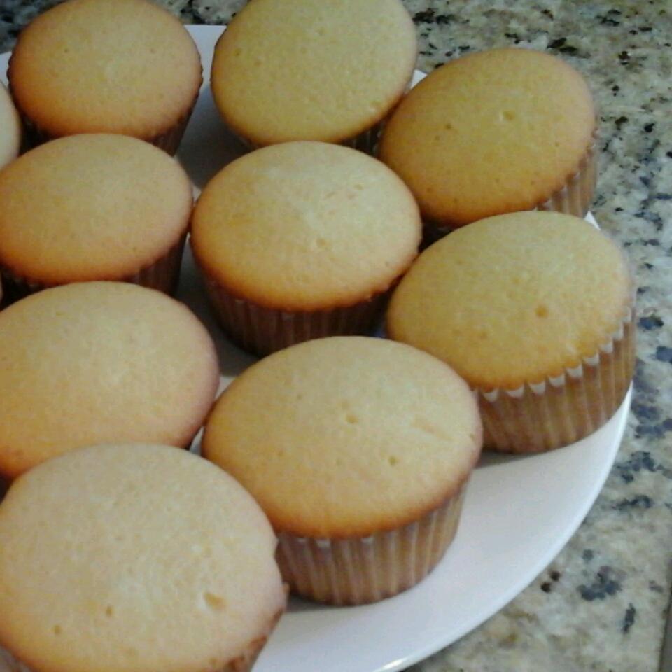 Alcohol-Free Pina Colada Cupcakes