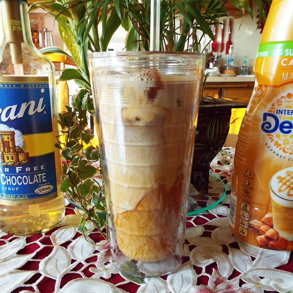 Skinny White Chocolate Caramel Iced Coffee Yoly