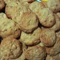 White Chocolate Macadamia Nut Cookies I Nora