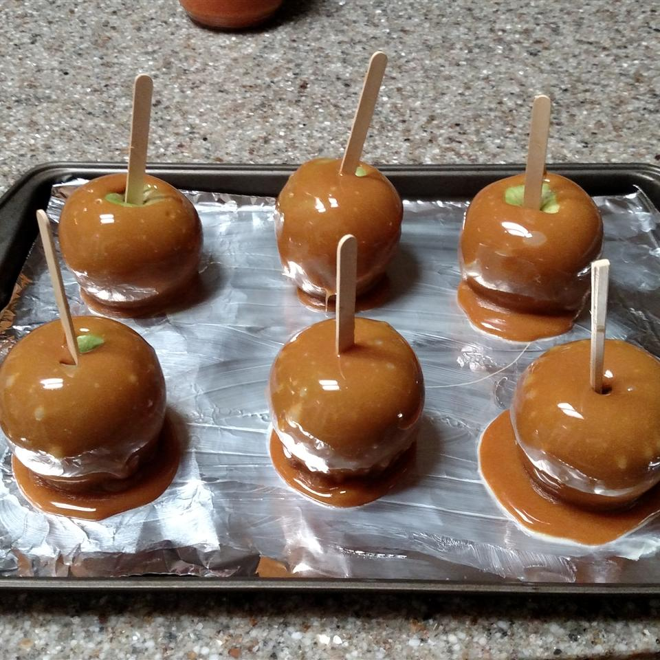 Plain Caramel Apples bakerb