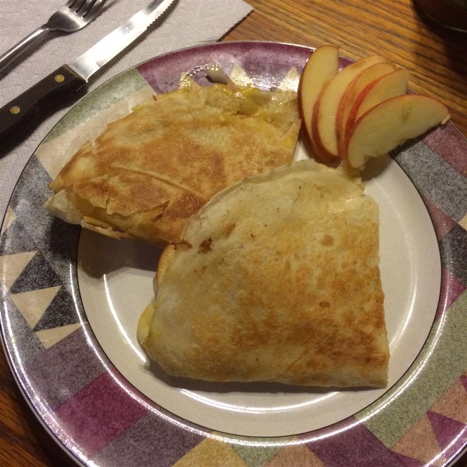 Apple Gouda Quesadillas cookingandrees