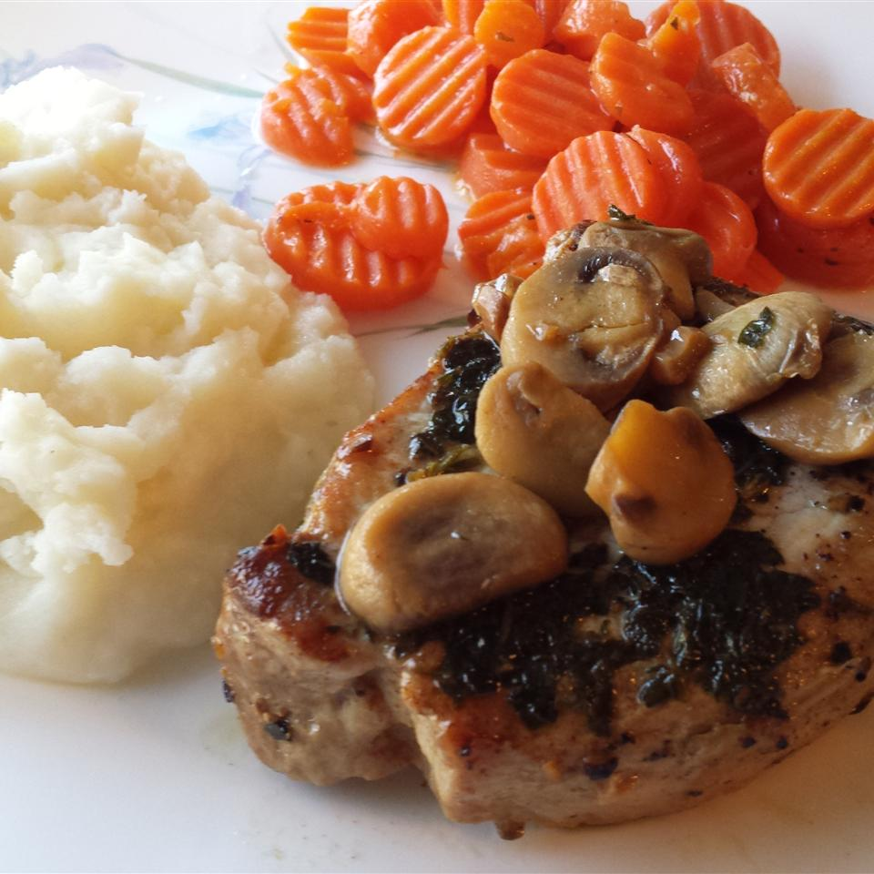 Jan's Peppered Pork Chops With Mushrooms and Herb Sherry Sauce