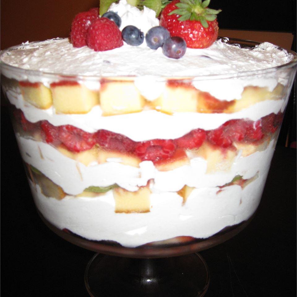 Summer Fruit Trifle LIZASAHM
