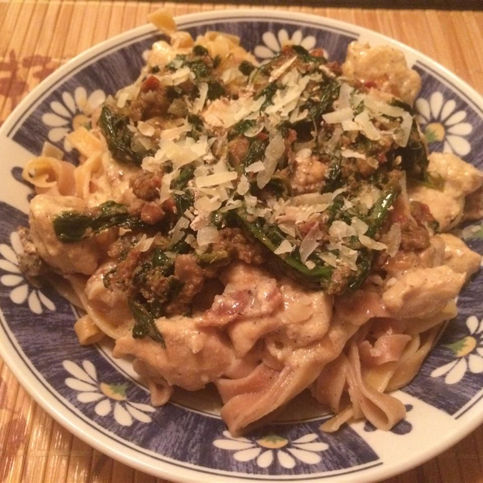 Mascarpone Pasta with Chicken, Bacon and Spinach JennEL