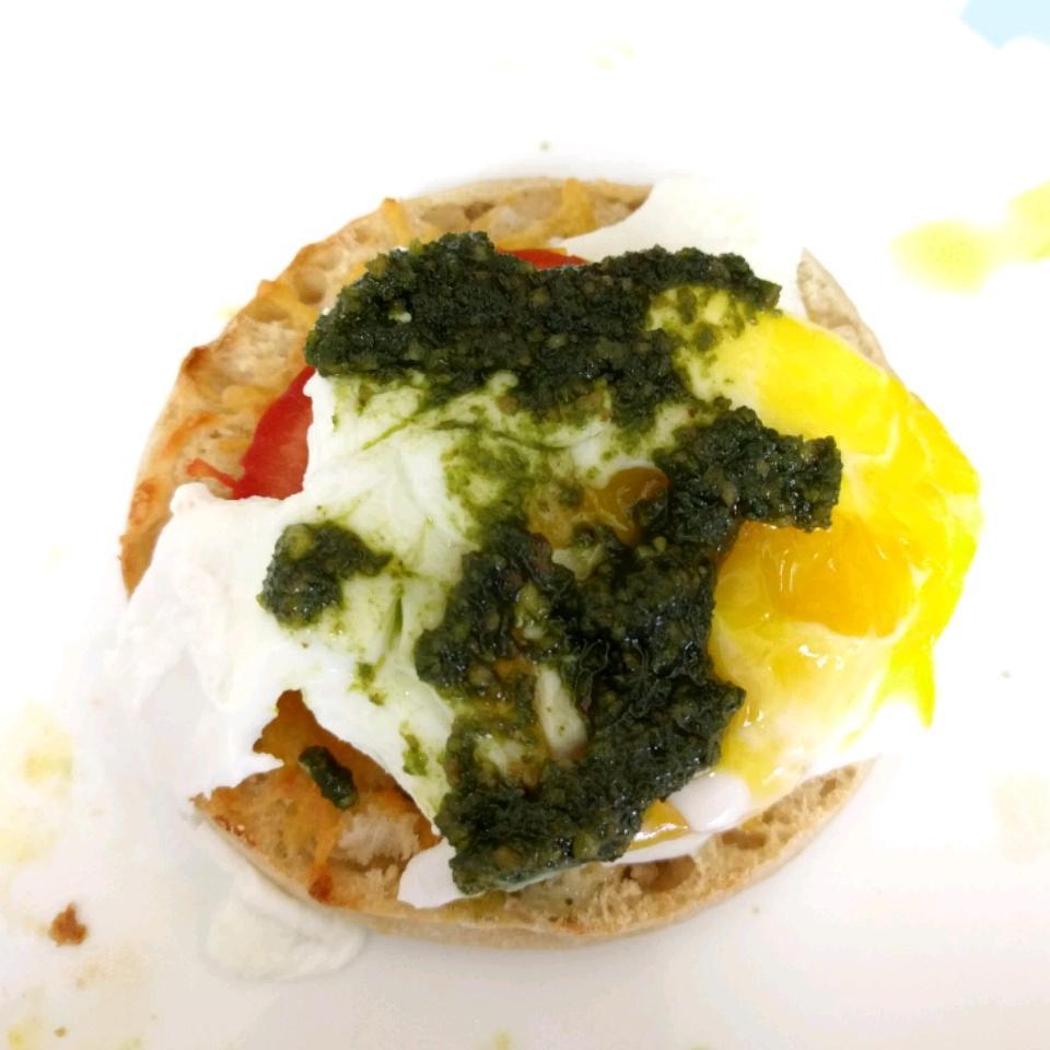 Poached Eggs Caprese jaj