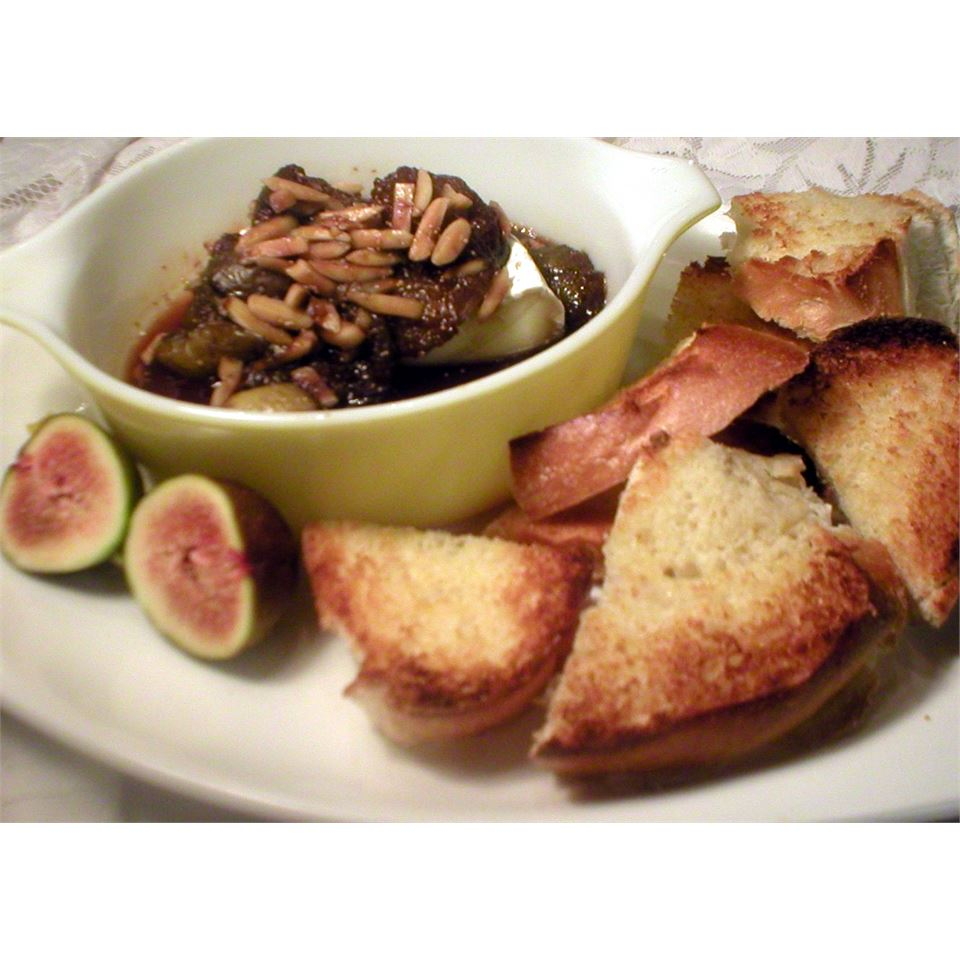 Figs and Toasted Almonds Brie IMVINTAGE