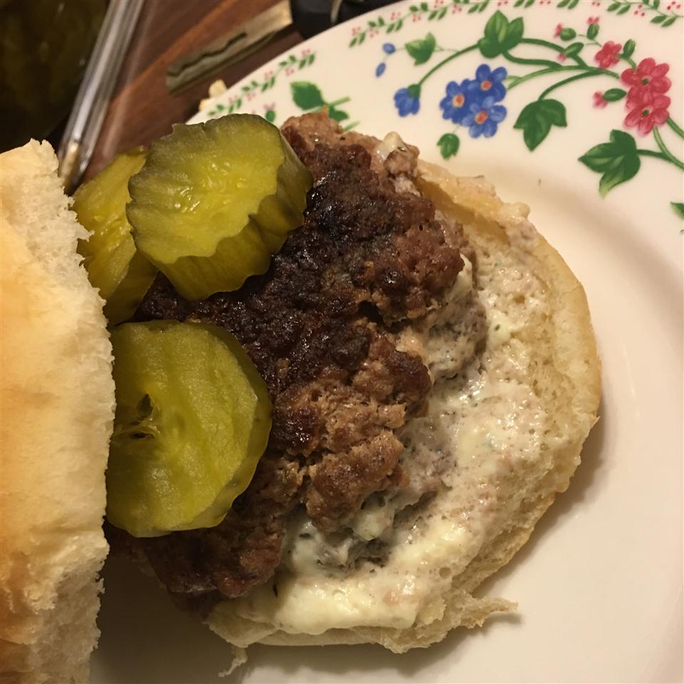 Feta-Stuffed Hamburgers jerrylevering