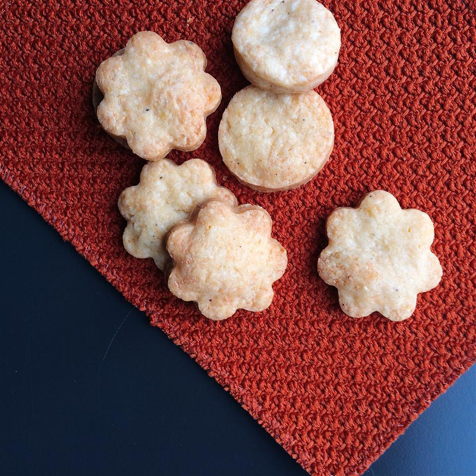 Smoky, Cheesy Cookies Leslie Kelly