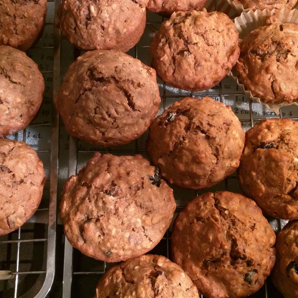 Muesli-Applesauce Muffins
