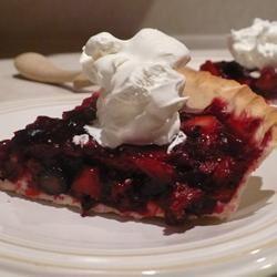 Maman's Fresh Strawberry Rhubarb Pie becki