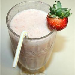 Kiwi Strawberry Smoothie Lizzie
