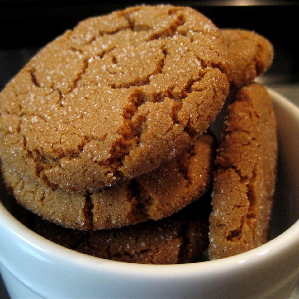 Crackle Top Molasses Cookies Hanna