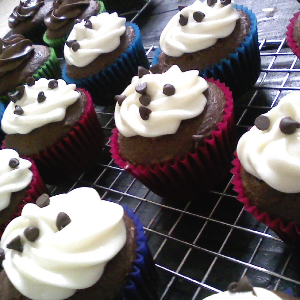 Self-Filled Cupcakes I Star Pooley