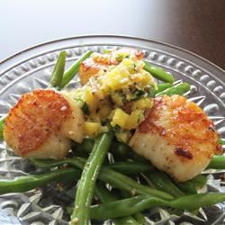 Seared Scallops with Pineapple, Ginger and Lemon Grass Salsa LC182