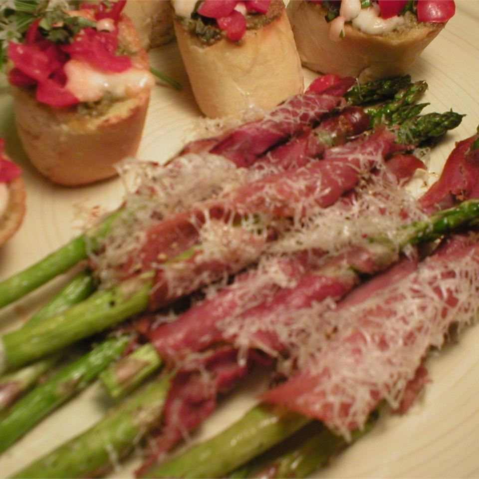 Asparagus Wrapped in Crisp Prosciutto IMVINTAGE