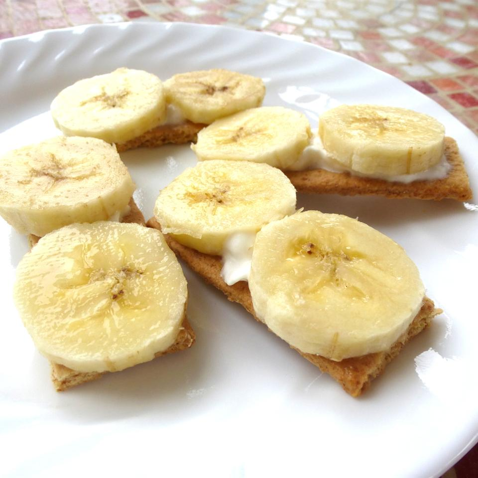 Tiny Banana Cream Pies