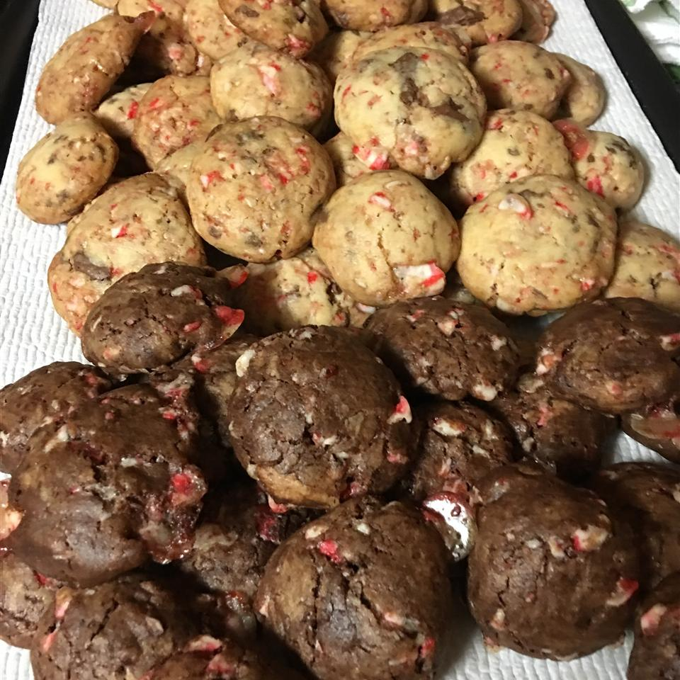 Candy Cane Chocolate Chunk Cookies LORENKAN