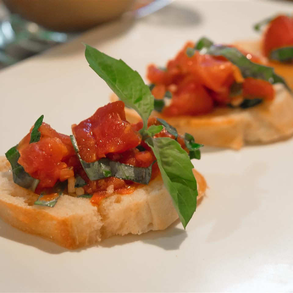 Hunt's® Easy Tomato Bruschetta