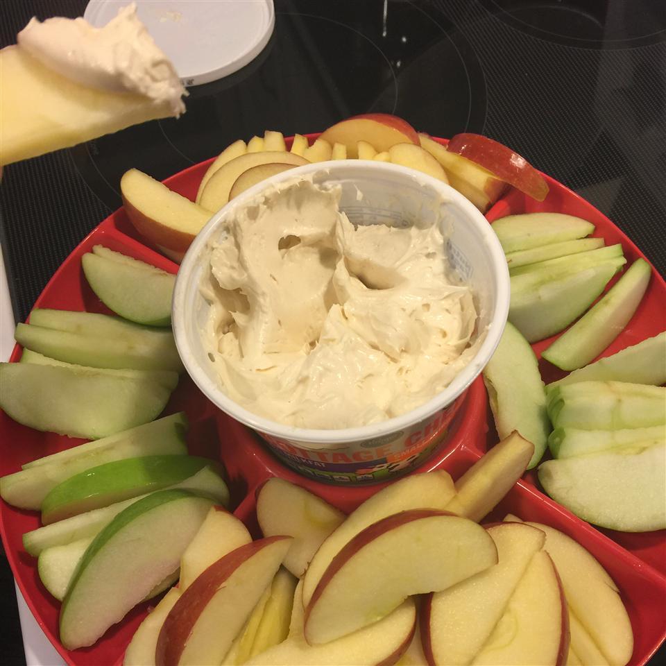 Marshmallow Dip for Apple Slices Meri Jesch