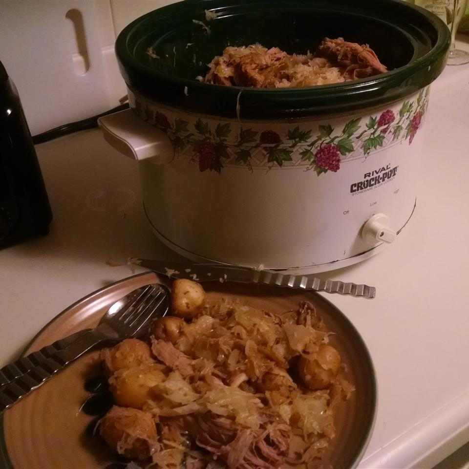 Slow Cooker Pork, Sauerkraut, and Beer Bobettern
