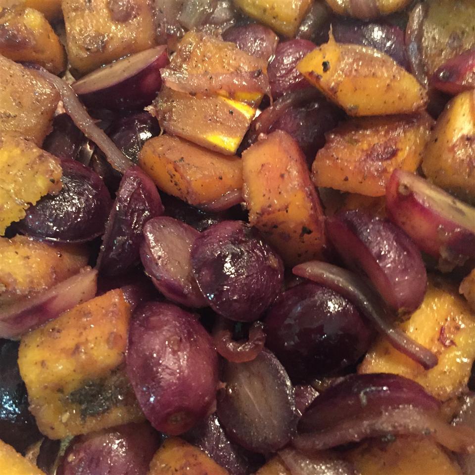 Butternut Squash with Grapes graykamirat