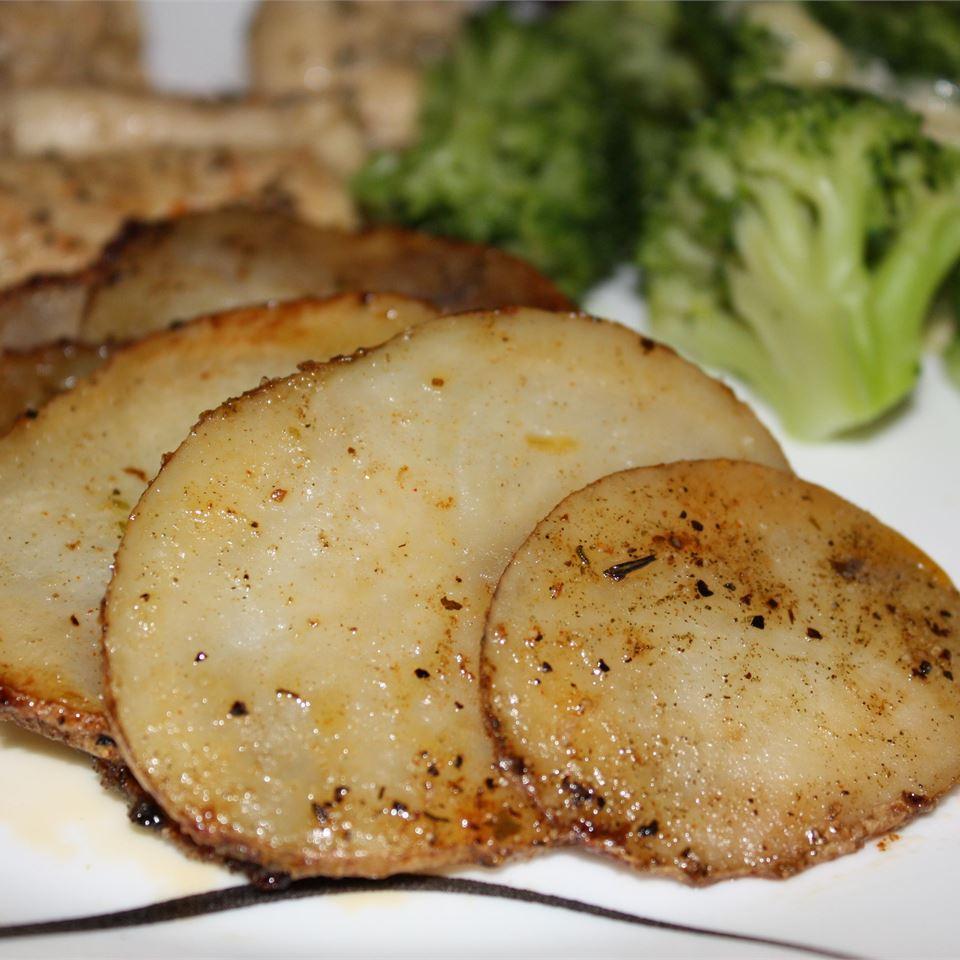 Garlic Herb Skillet Potatoes footballgrl16