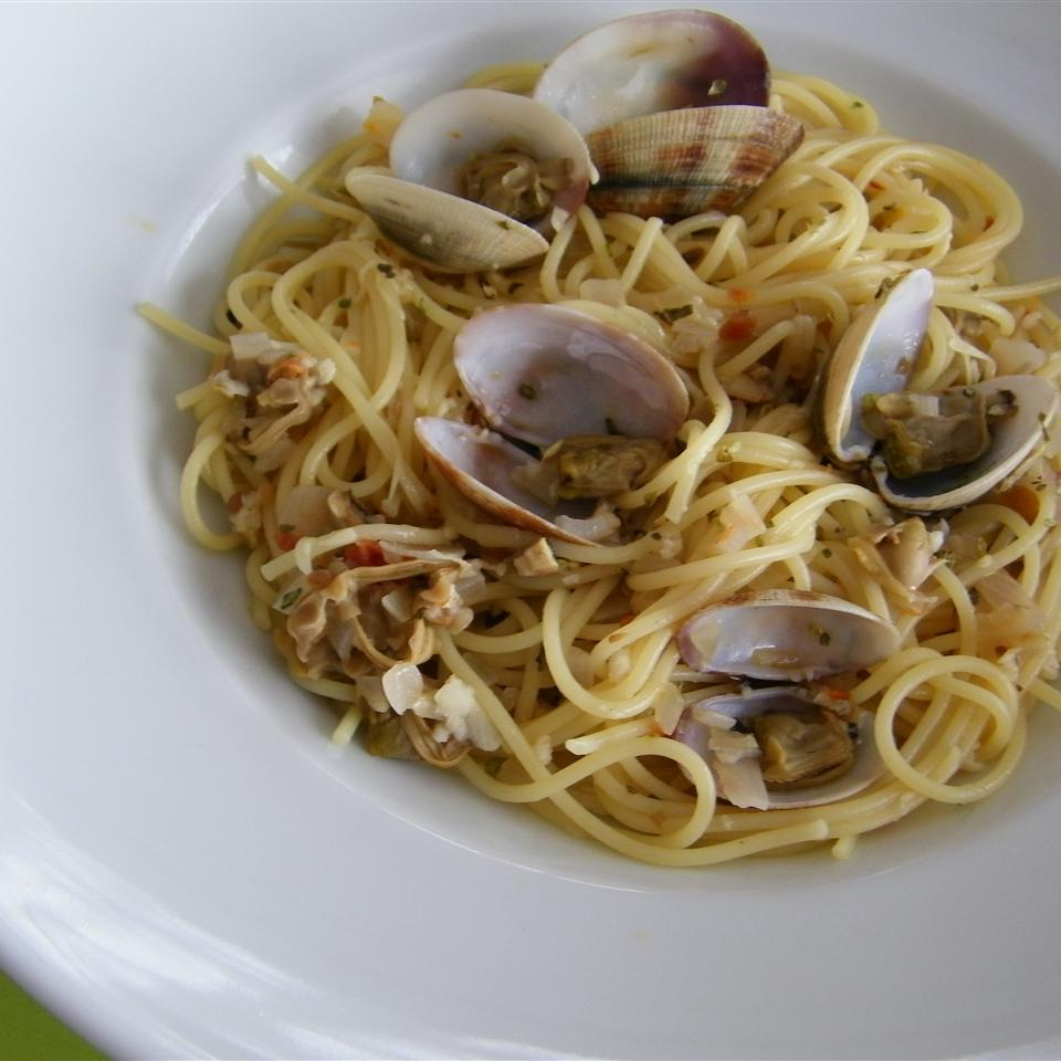 Spaghetti and Clams image