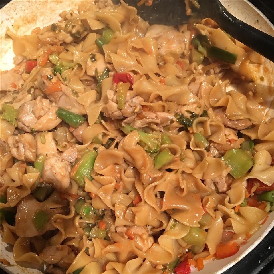 NO YOLKS® Asian Vegetables and Chicken in a Spicy Peanut Sauce