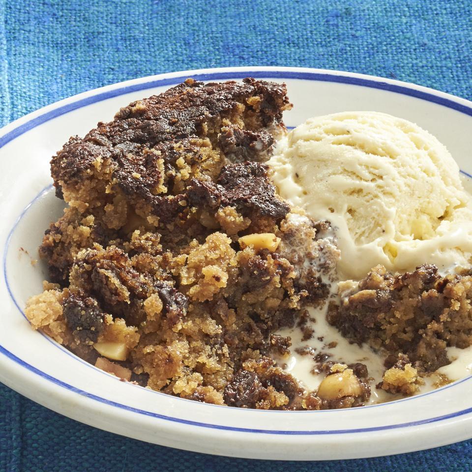 Slow Cooker Peanut Butter Fudge Cake