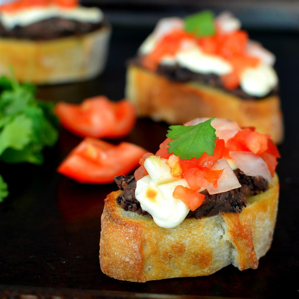 Mini Molletes de Frijoles (Mexican Bruschetta with Beans)