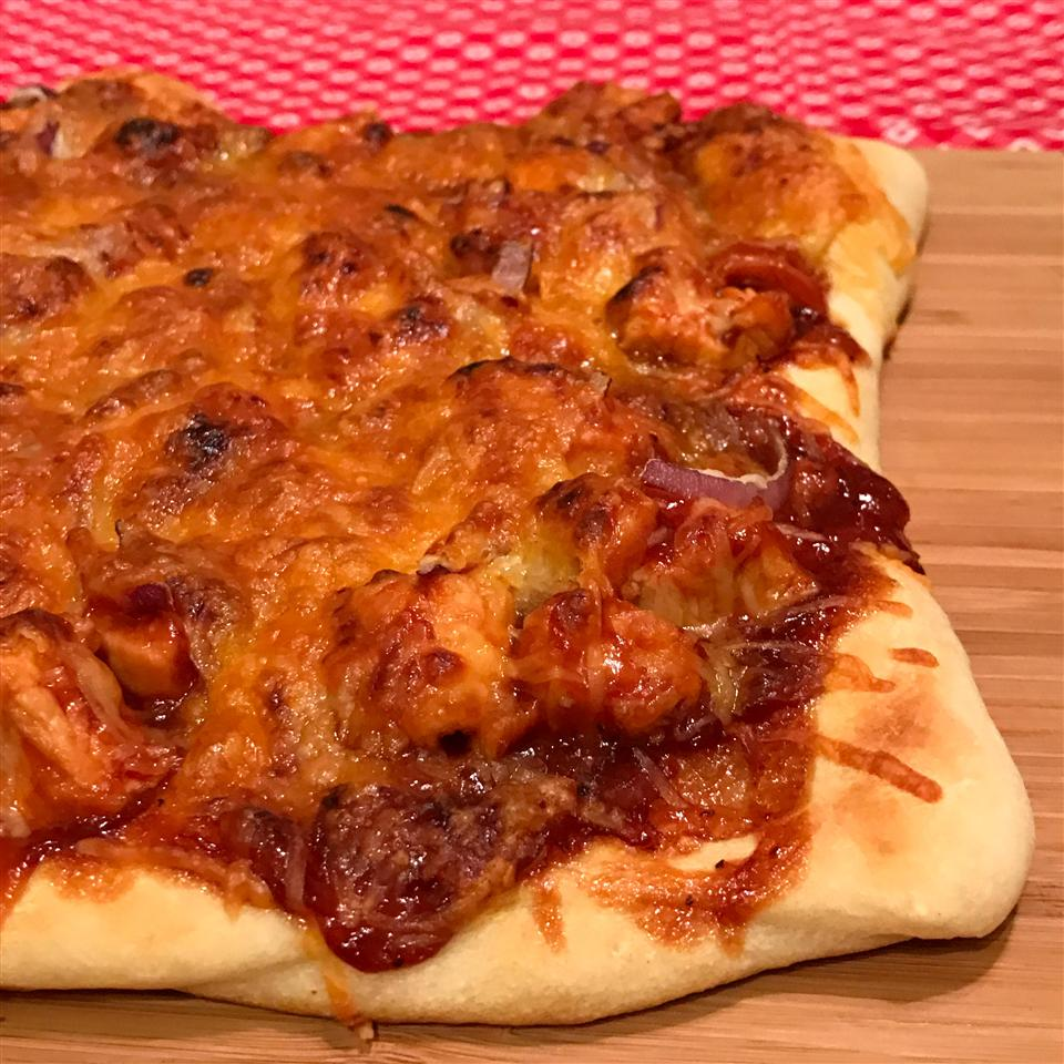 Quick and Easy BBQ Chicken Pizza Happyschmoopies