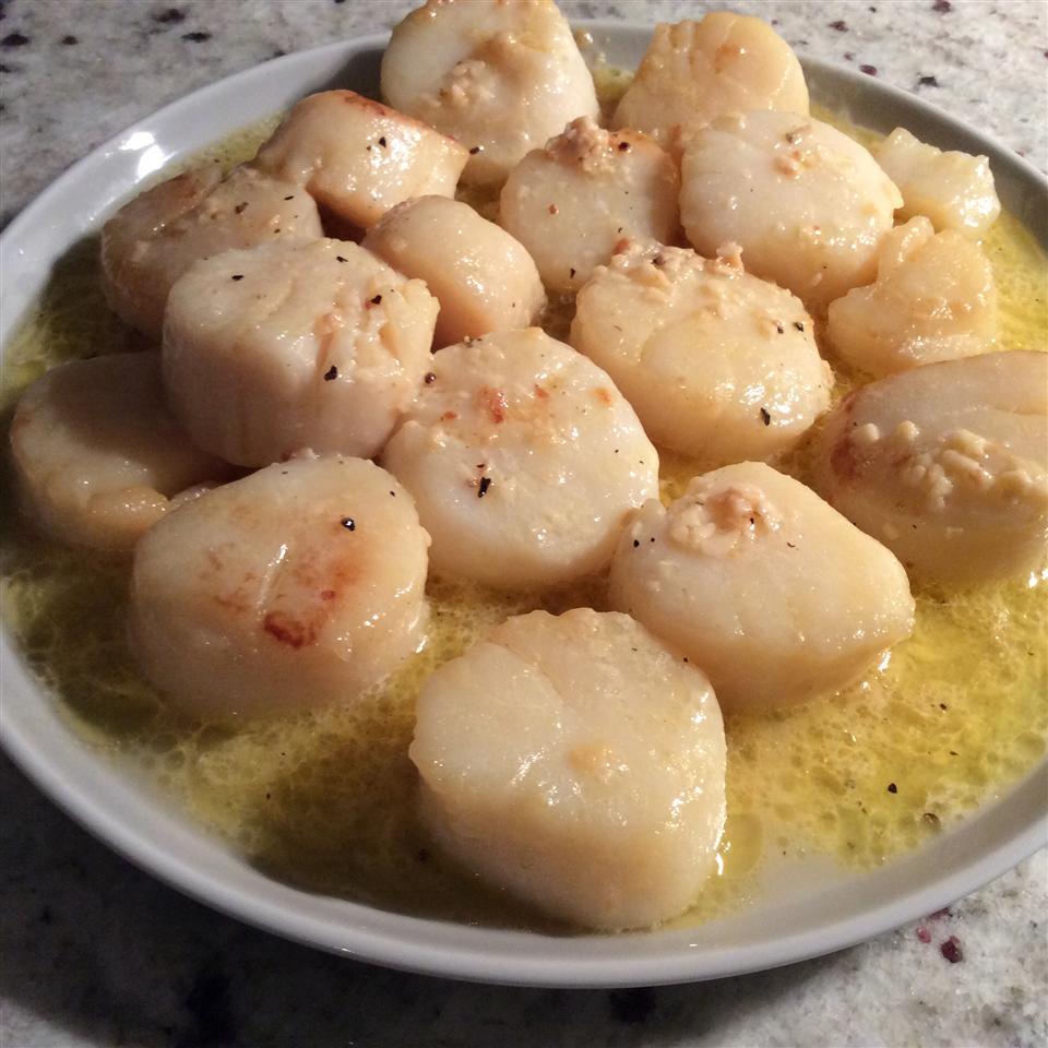 Easy Garlic-Lemon Scallops Evan Bennett