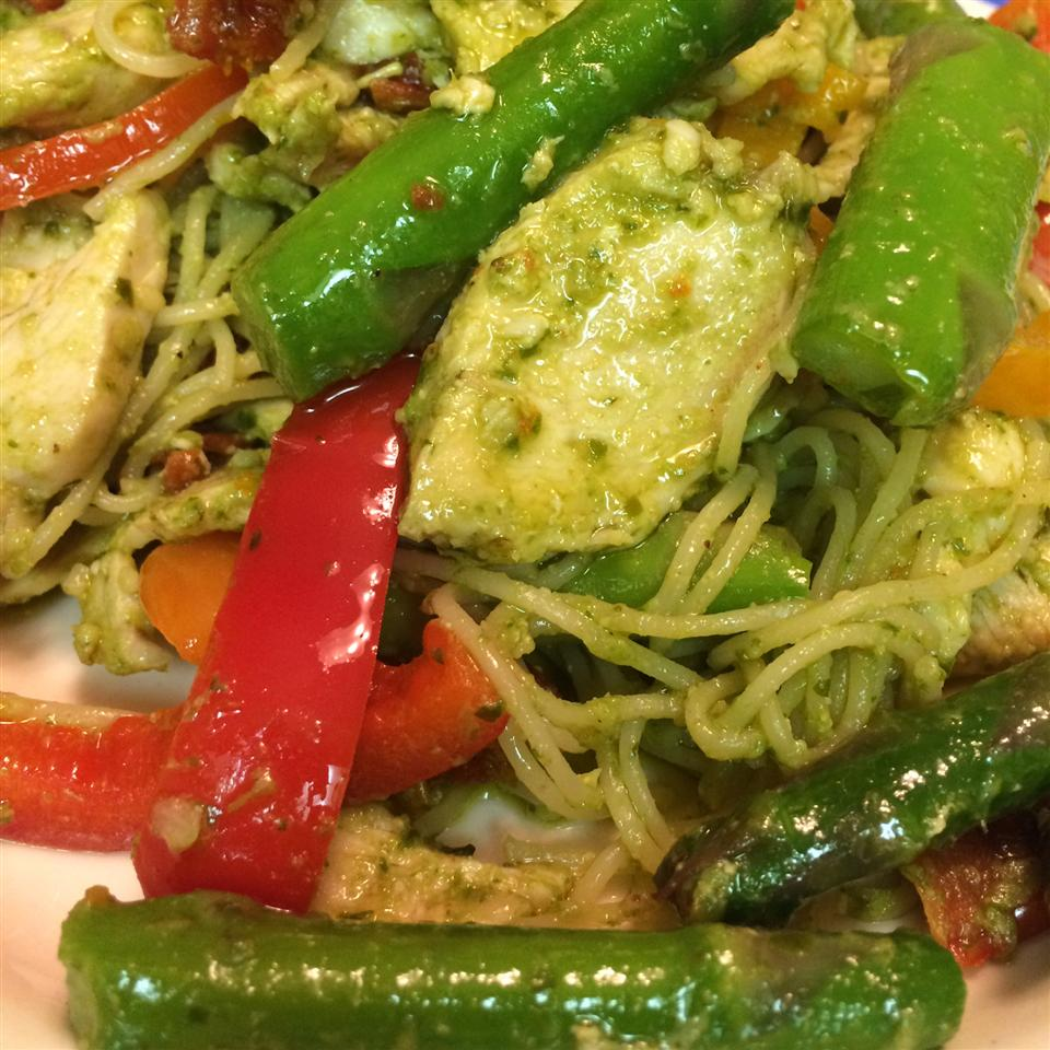 Colorful Chicken Pesto with Asparagus, Sun Dried Tomatoes and Peppers Hanna Jackson