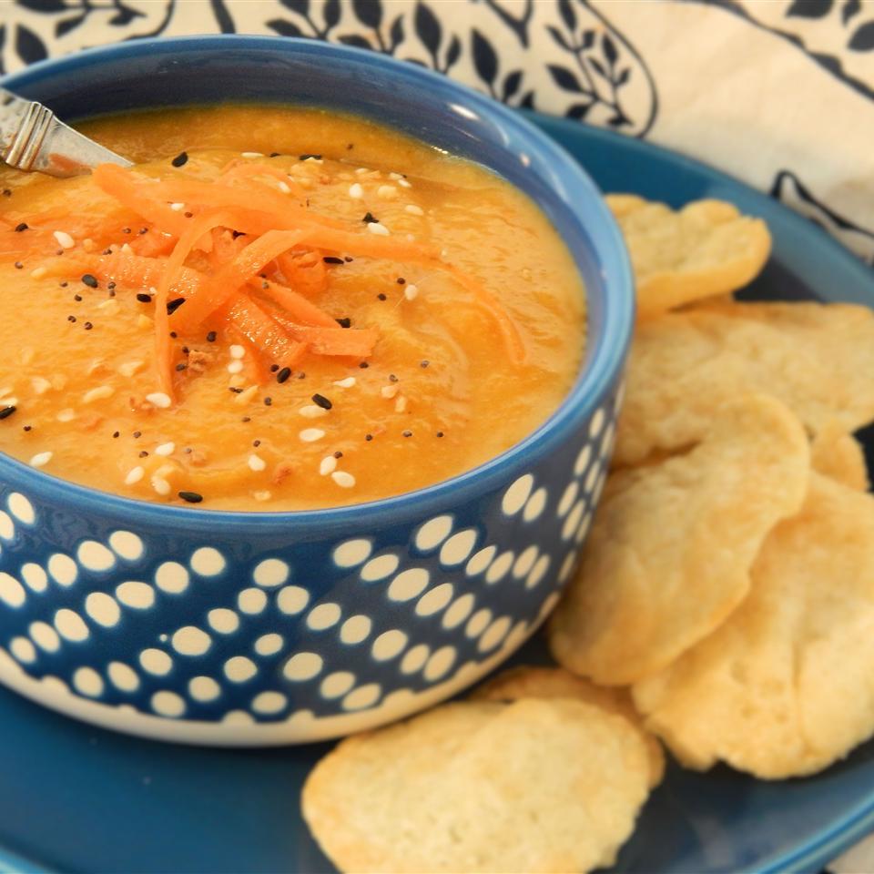 The Best Vegan Carrot Soup Ever Linda T