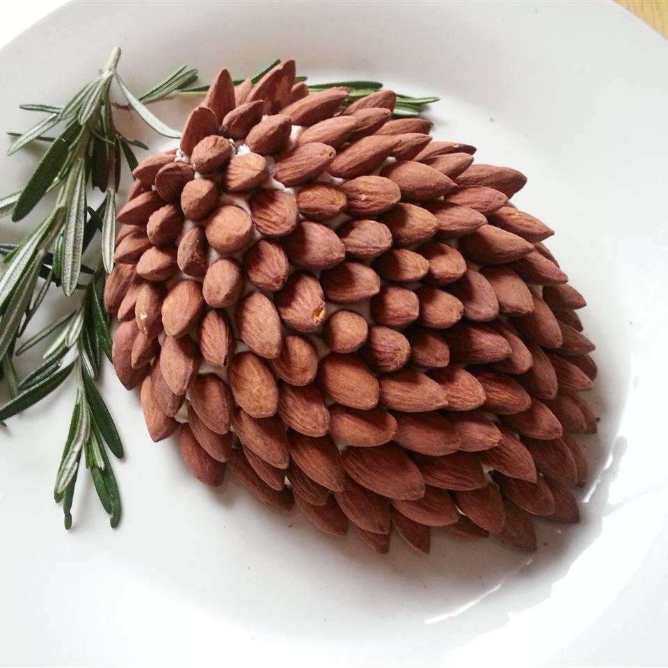 Pine Cone Cheese Ball jillianlaura