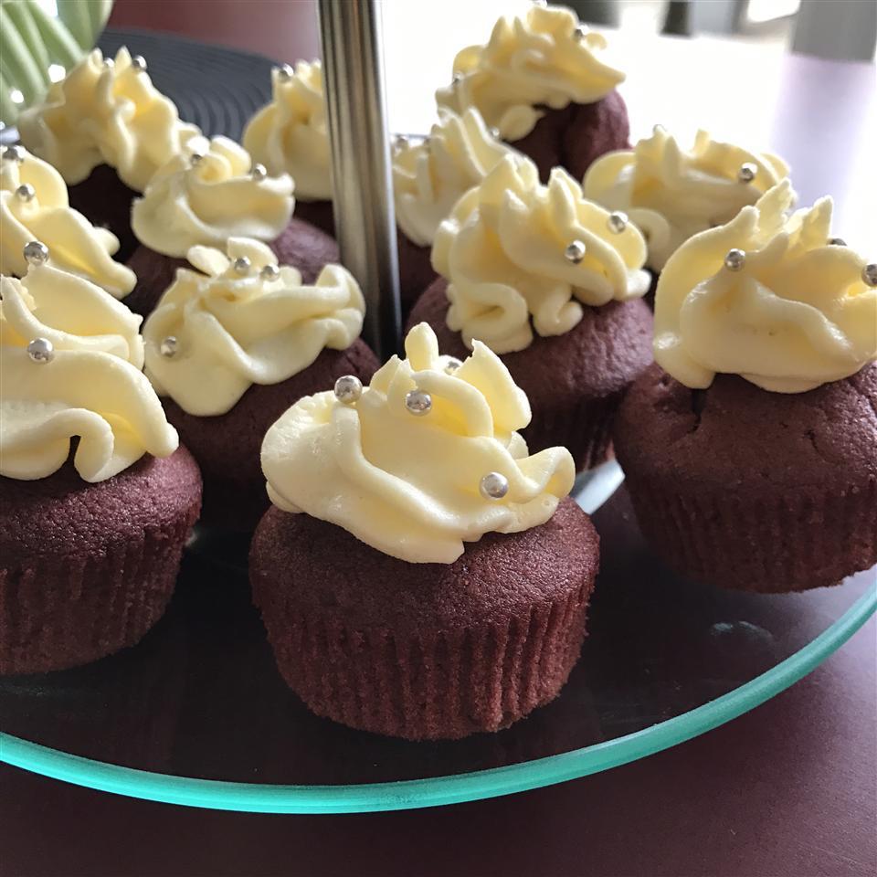 Chef John's Red Velvet Cupcakes thapanta