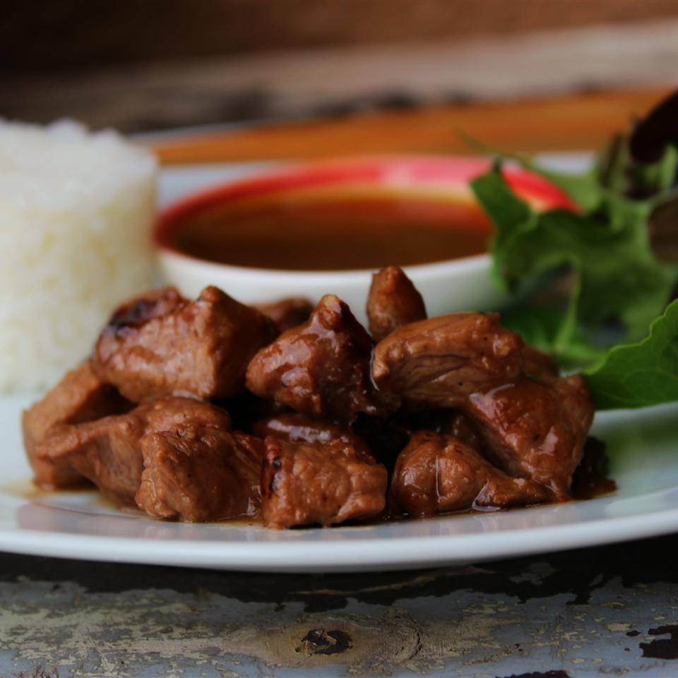 Asian Garlic Beef Cubes (Vietnamese Bo Luc Lac or Shaking Beef)
