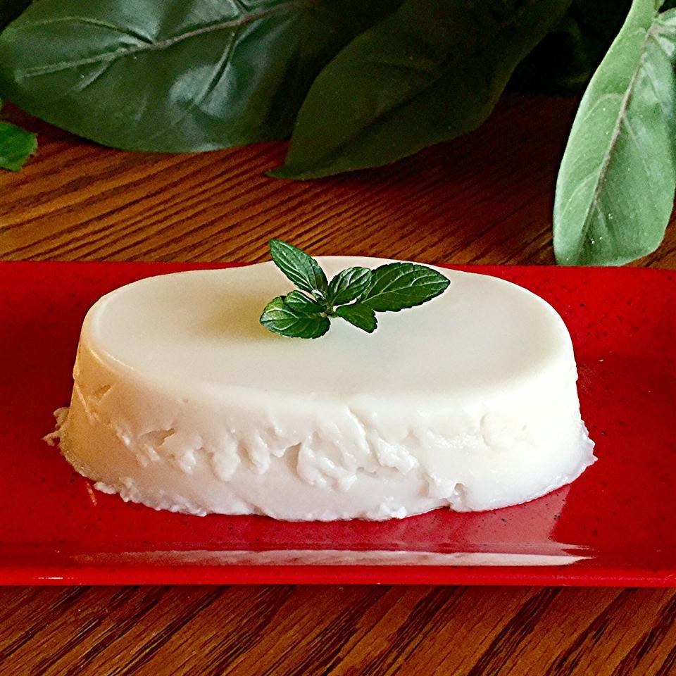 Haupia (Hawaiian Coconut Pudding)