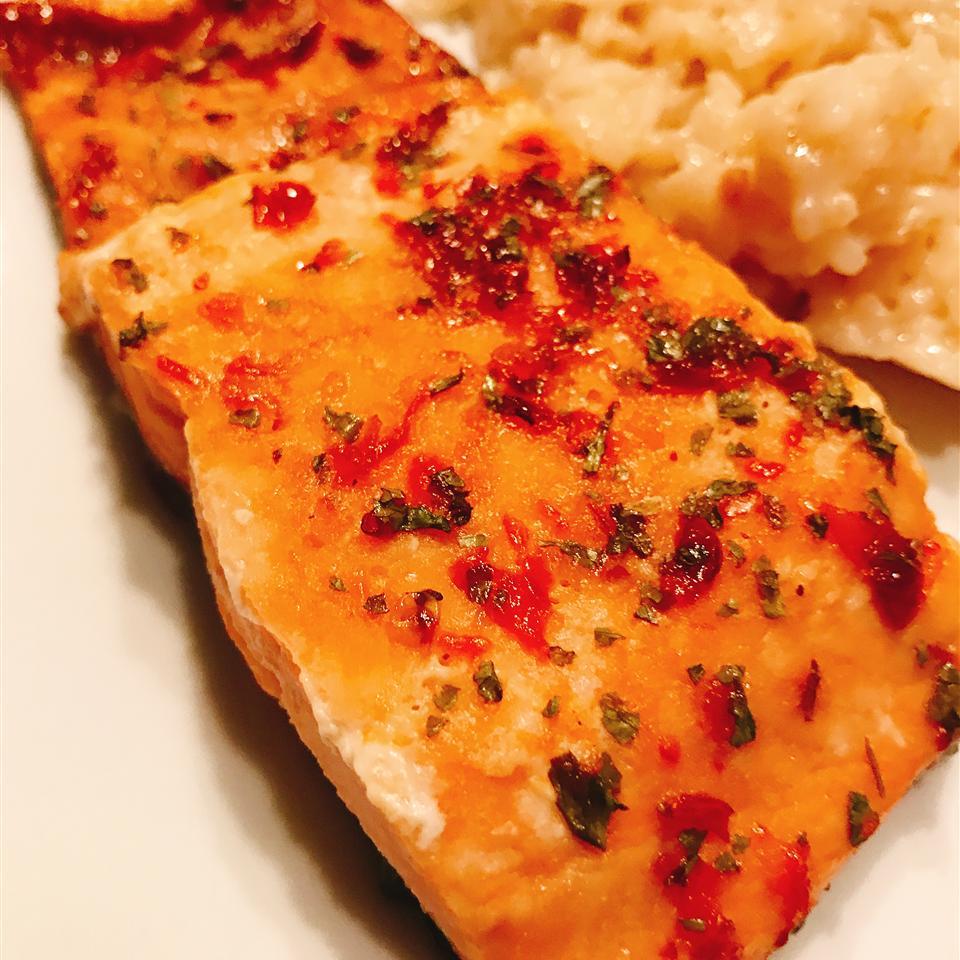 Sriracha Honey Salmon thedailygourmet