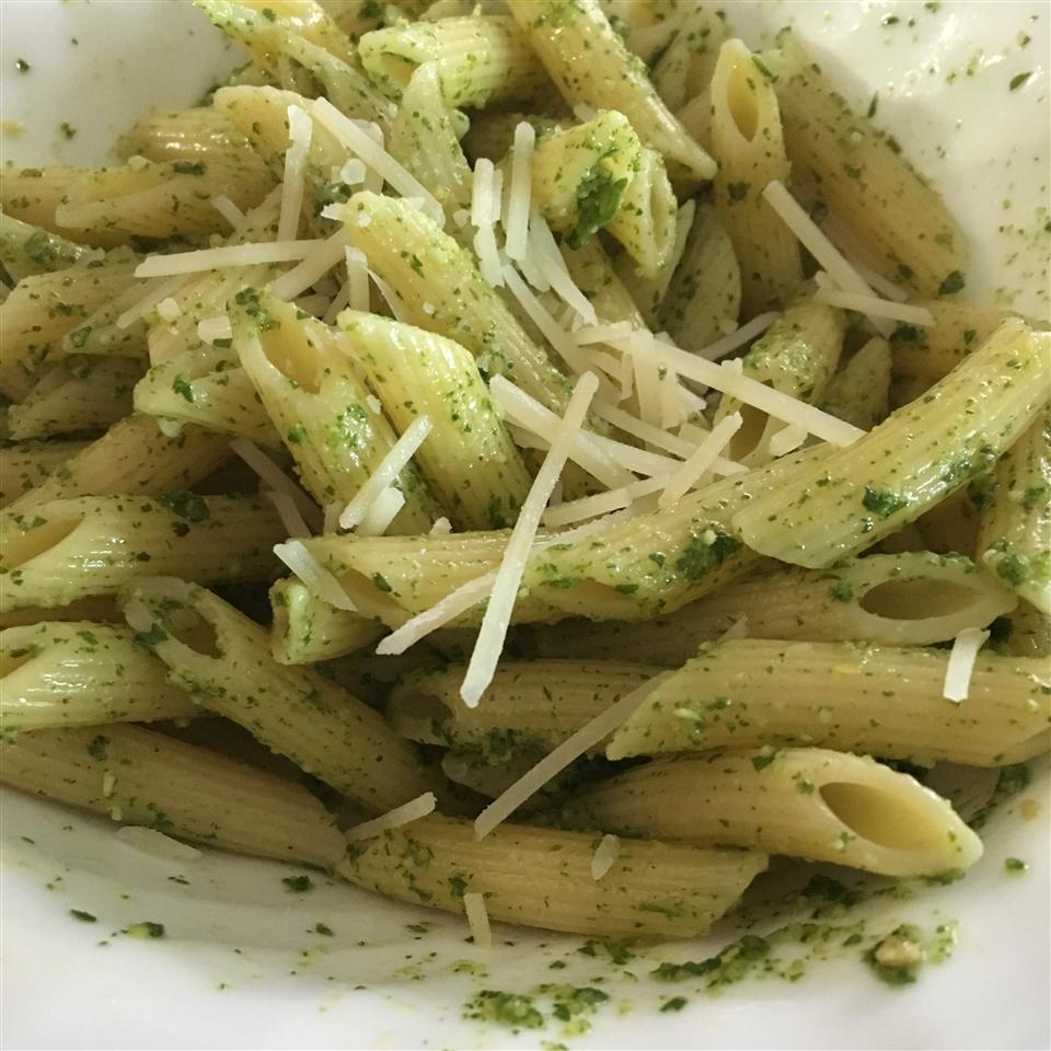 Pasta with Arugula Pesto Kyrielle