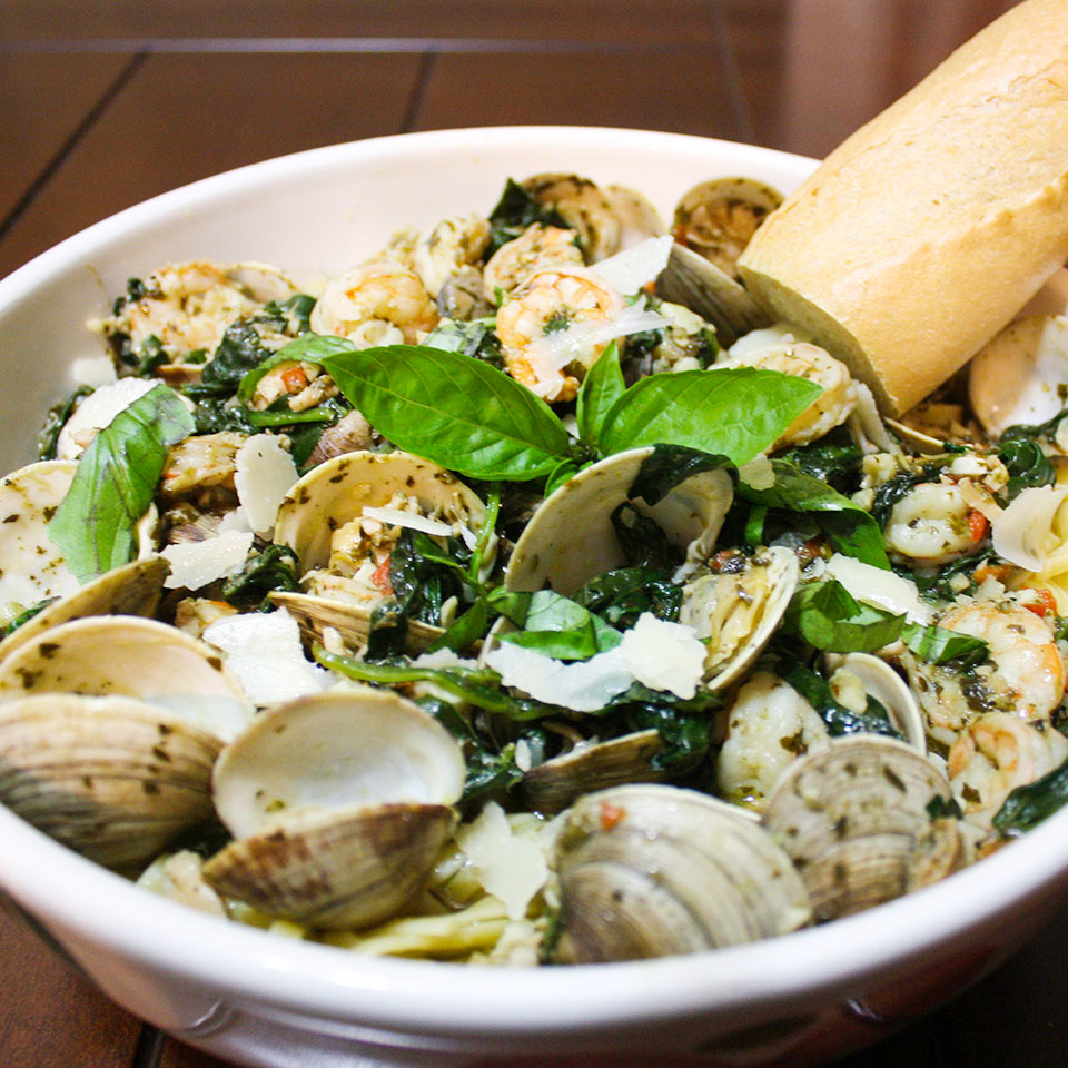 Pesto Clams and Shrimp Linguine
