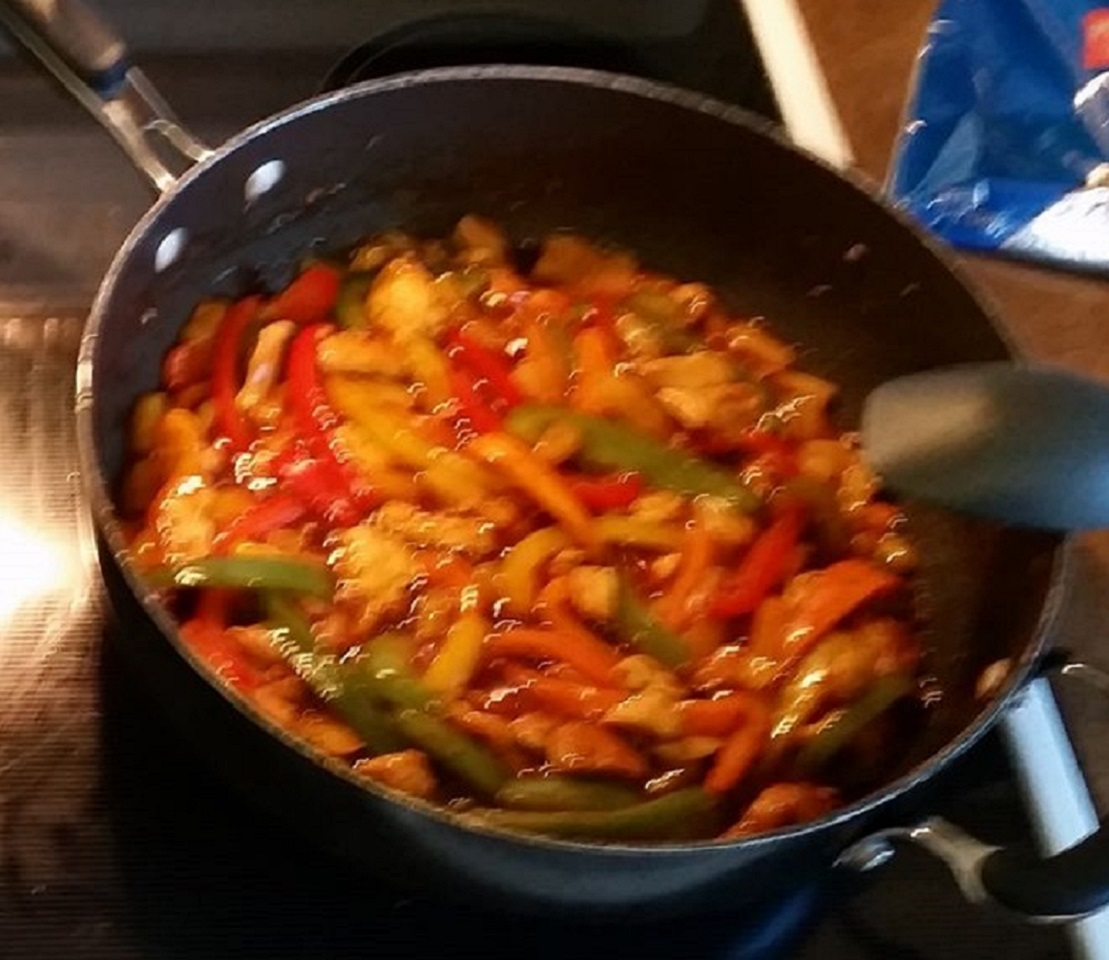 Stir-Fried Chicken With Pineapple and Peppers Snorkel68